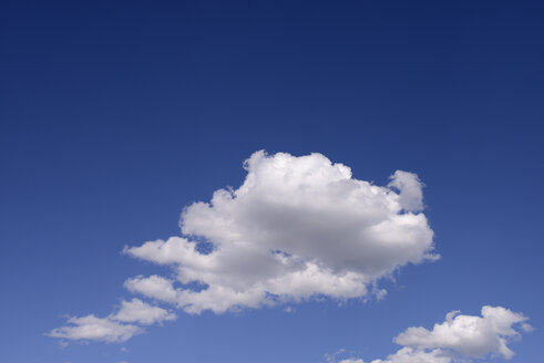 White cloud in front of blue sky - GUFF000060