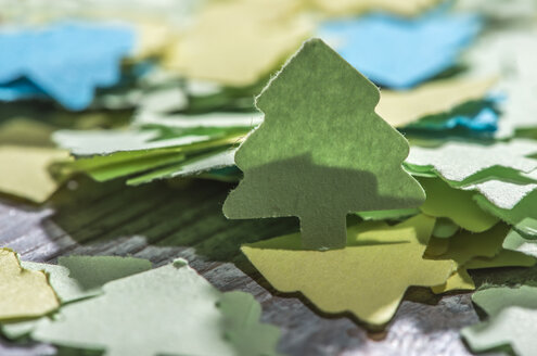 Coloured paper shaped like fir trees on wood - DEGF000067