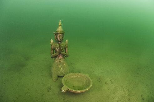 Austria, Styria, Grueblsee, praying Buddha statue - ZCF000187
