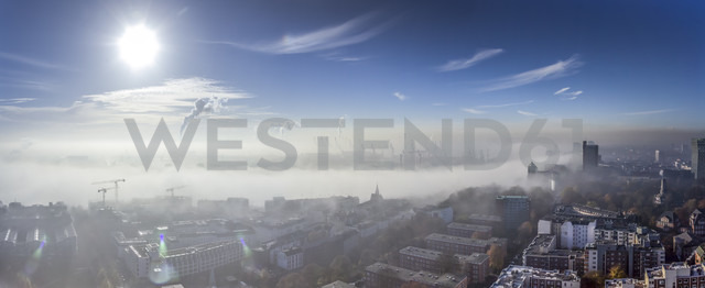 Germany, Hamburg, Elbe River and city in dense fog - NKF000227 - Stefan Kunert/Westend61