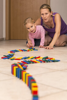 Mother and daughter with row of dominos - MIDF000015