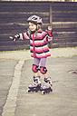 Little girl balancing on rollerblades - SARF001173