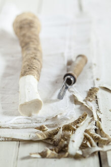 Peeled horseraddish on cloth - SBDF001545
