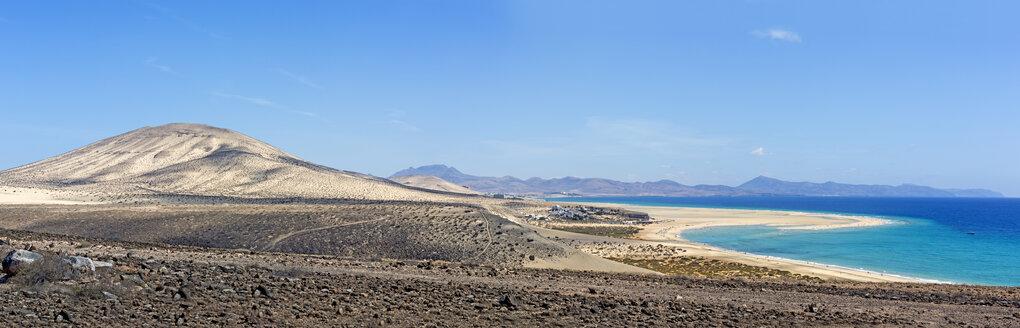 Spain, Canary Islands, Fuerteventura, Risco del Paso, view to Playa de Sotavento - MABF000297
