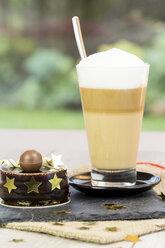 Latte Macchiato and small chocolate cake - JUNF000111