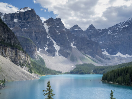 Canada, Alberta, Banff National Park, Lake Moraine - HLF000820
