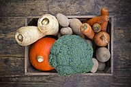 Assortment of vegetables in crate - LVF002498