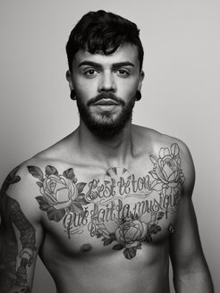 Portrait of man with tatoo on his chest and upper arm - STK001114