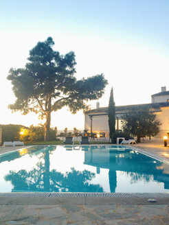 Spain, Majorca, evening light in a small hotel complex, pool, tree, mediterranean style - MS004394