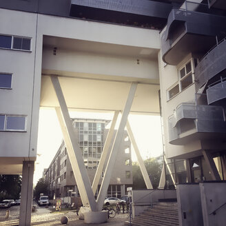 Germany, Berlin, modern architecture in a housing area - MS004424