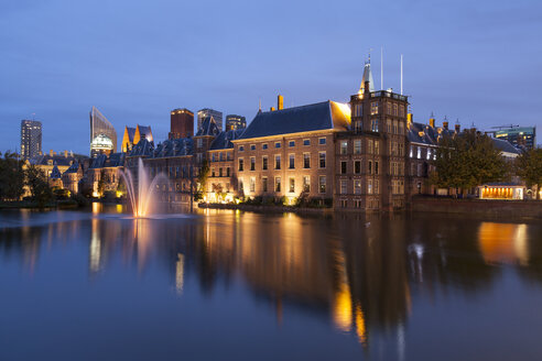 Netherlands, The Hague, Binnenhof at night - WIF001192