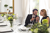 Elegant couple in restaurant - WESTF020402