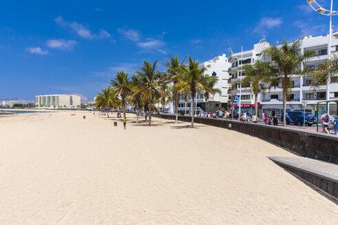 Spain, Canary Islands, Lanzarote, Arrecife, view to sandy beach - AMF003524