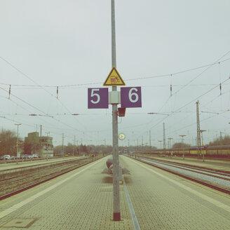 Germany, Landshut, Railway platform - LV002501