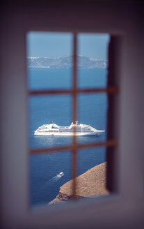 Greece, Cyclades, Santorini, Oia, view through window at cruise liner - EH000021