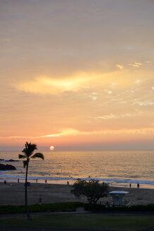 USA, Hawaii, Big Island, Hapuna Beach, sunset at Kohala Coast - BRF000896