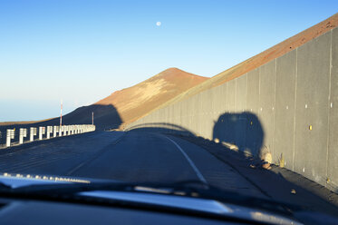 USA, Hawaii, Big Island, Mauna Kea, view through windscreen - BRF000960