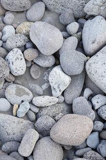 USA, Hawaii, Big Island, Waipio Valley, grey pebbles on black sand - BRF000973