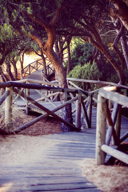 Spain, Andalusia, Huelva, boardwalk through nature park - EHF000028