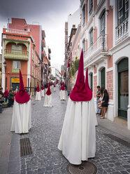 Spain, Santa Cruz de la Palma, Easter procession at Placeta de Borrero, penitents - AM003561