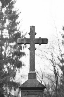 Germany, Aachen, Kornelimuenster, cross on cemetery - HLF000828