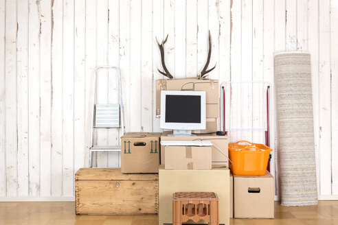 Makeshift home office with personal computer on cardboard boxes - DRF001234
