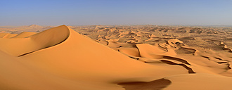 Africa, Algeria, Sahara, Tassili N'Ajjer National Park, Tadrart, Sand dunes of Oued in Djerane, Panorama - ES001494