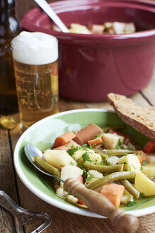 Vegetarian version of the traditional Westphalian Blindhuhn stew with vegan sausage - HAWF000576