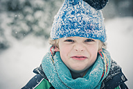 Portrait of boy in winter - MJF001462