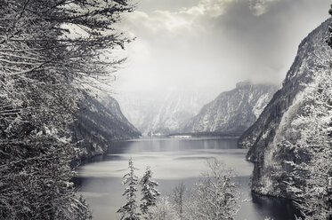 Germany, Bavaria, Berchtesgadener Land, Lake Koenigssee in winter - MJF001405