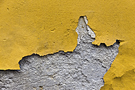 Facade with yellow colour flaking off - EJWF000616