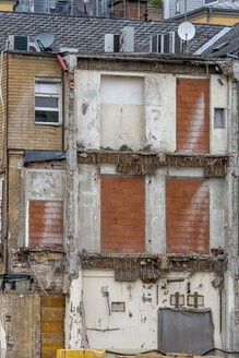 Austria, bricked windows of multi-family house - EJW000626