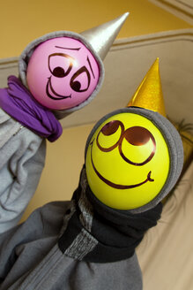 Two happy ballon persons with caps - MIDF000034