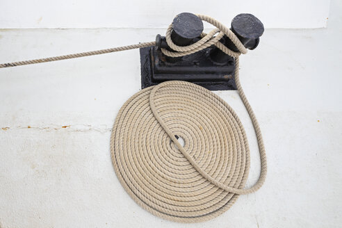 Rope on a sailing ship - FOF007543