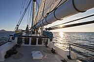 Pacific Ocean, sailing ship at Galapagos Islands - FO007545