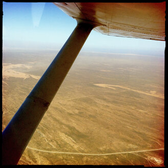 outback, birds eye view, wing, cessna, preparation, oil, pilot, outback, bush pilot, ningaloo reef, cape range national park, western australia, australia - LULF000026