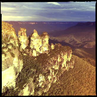blue mountains national park, lookout, the three sisters, glenbrook, new south wales, australia - LUL000067