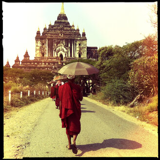 monks at pilgrimage, bagan, stupa, temple, myanmar - LUL000122