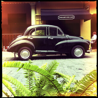 vintage car, galle, sri lanka - LUL000180