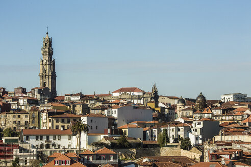 Portugal, Porto, View to old town with Torre dos Clerigos - KBF000289