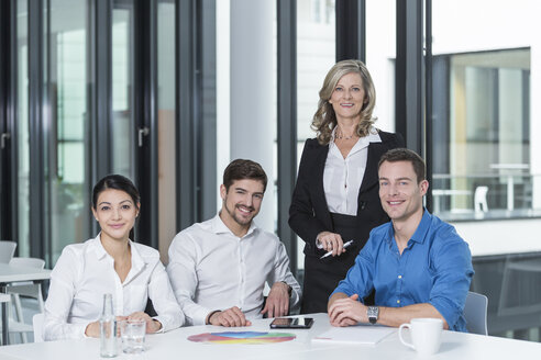 Confident business people in a conference room - SHKF000169
