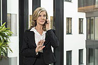 Smiling businesswoman on cell phone - SHKF000225