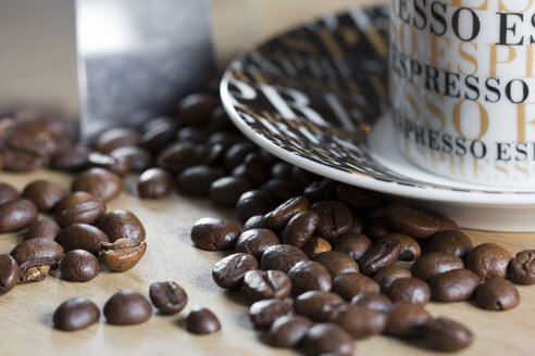 Coffee beans and espresso cup - YFF000300