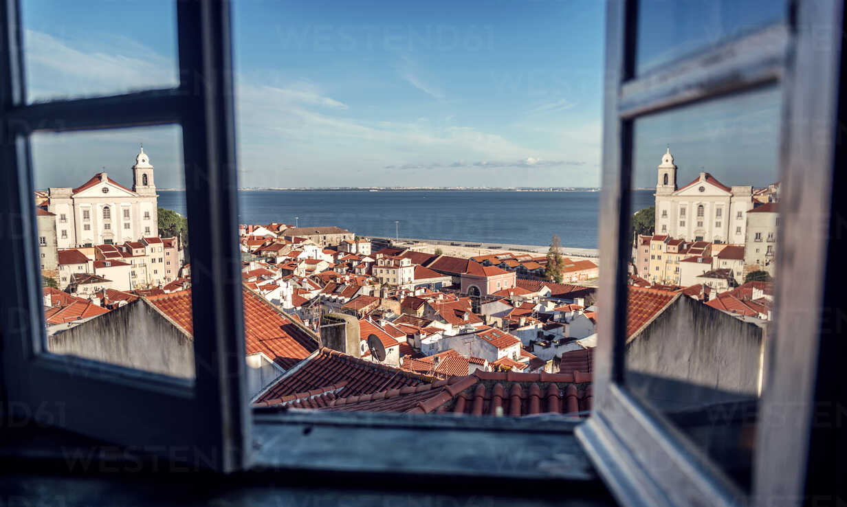 Portugal, Lisbon, view of Alfama neighborhood and River Tejo through open window - EHF000068 - klublu/Westend61