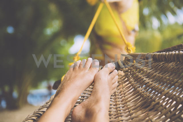 Philippines, Palawan island, Port Barton, Feet of a woman in a cane hammock - GEMF000002