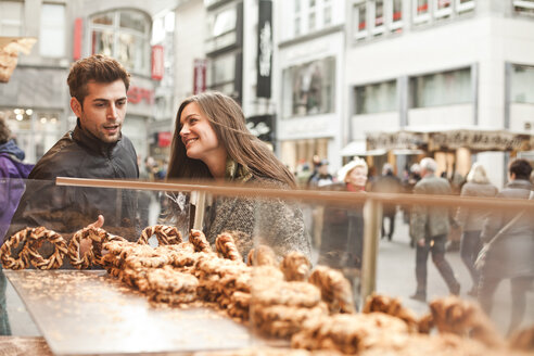 Germany, Cologne, young couple in the city at bakery - FEX000244