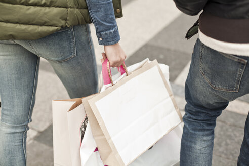 Young couple with shopping bags - FEXF000249