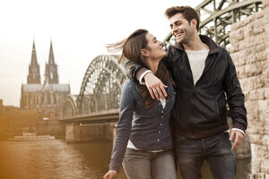Germany, Cologne, happy young couple on city tour - FEXF000264