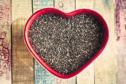 Heart-shaped bowl of chia seeds - SARF001263