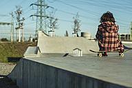 Girl in skatepark - UUF003034